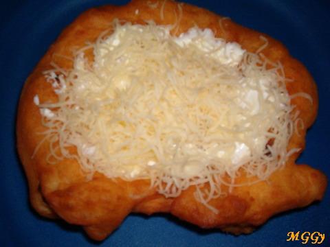 Tejföllel megkenve, sajttal meghintve - jó étvágyat!