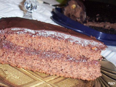 Kakaós torta tálalva