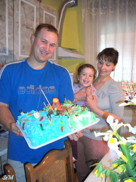 Az ünnepelt, a kis családdal  - és a Horgász torta.