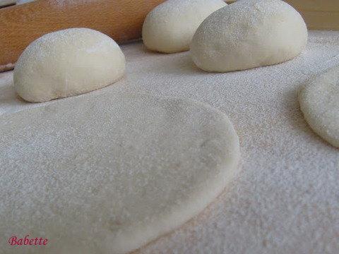 Pita kenyér készítése képekben - lapok nyújtása