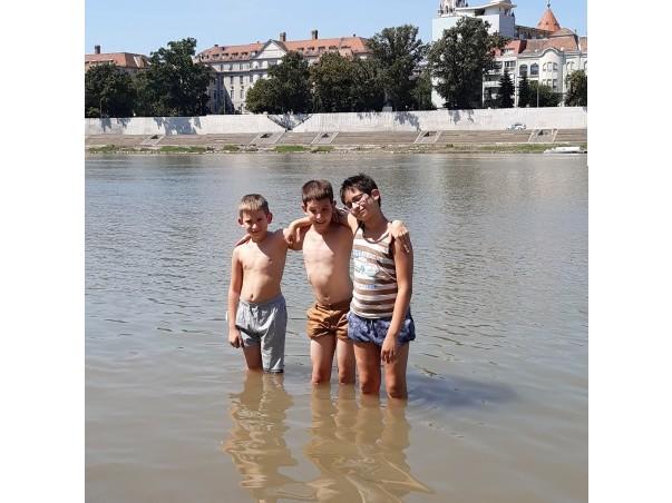 http://kepmester.silihost.hu/images/273/10736/00000030.jpg